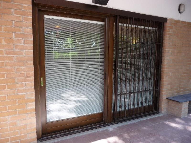 Falegnameria 88 infissi in legno infissi in alluminio for Centro lombardo mobili